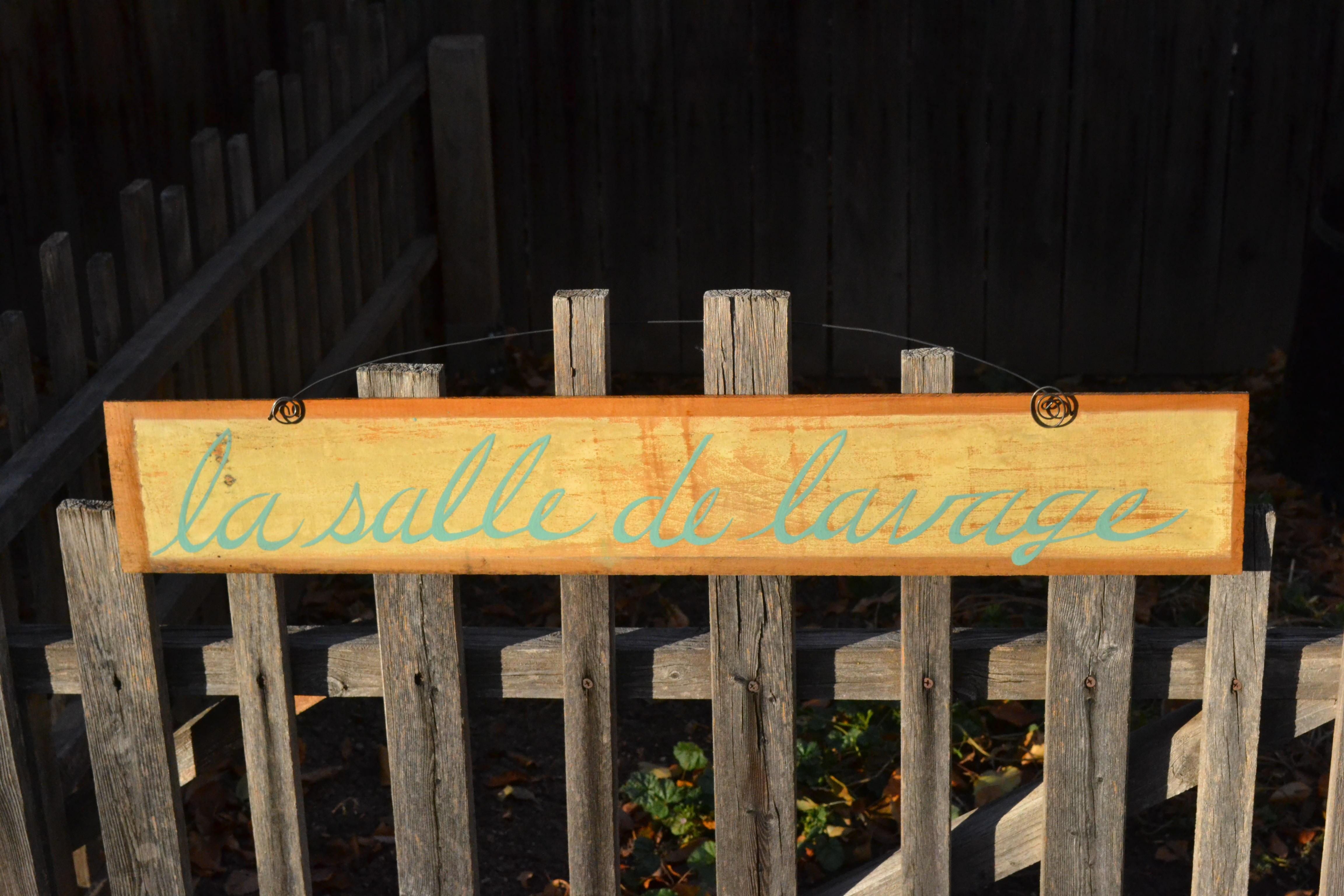 La Salle de Lavage sign